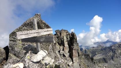 Kreuz am SW-Gipfel.