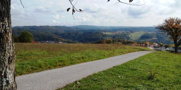 Aussicht auf Jux, Dauernberg, Spiegelberg (v. re. nach li.) und Schwäbisch-Fränkische Waldberge