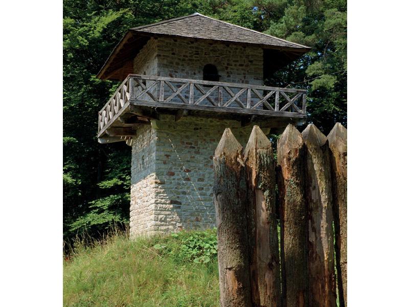 Idyllische Straße Tour E - Grab - Rottal - Welterbe Limes  - @ Autor: Beate Philipp  - © Quelle: Naturpark Schwäbisch-Fränkischer Wald
