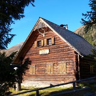 Kreuzer Jagdhütte ~1385m