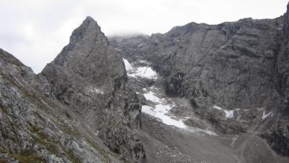 Eisbodenscharte (links) und erster Aufschwung am Nordgrat zur Blaueisspitze