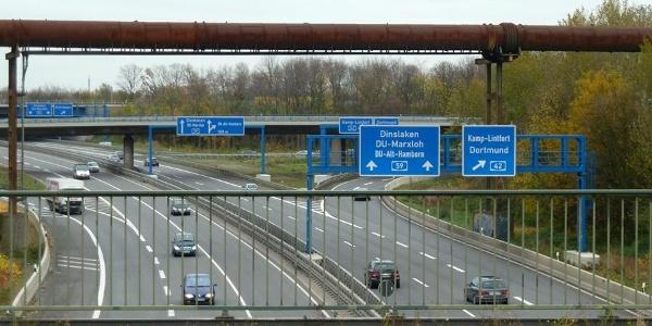 Wendepunkt Brücke über der A59