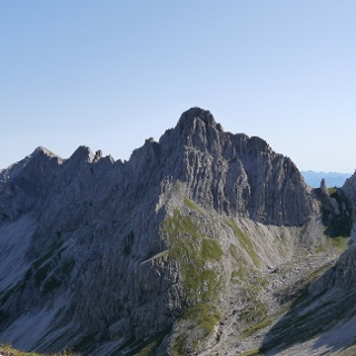 Blick auf die Fuchskarspitze mit ihrem markanten Südgipfel