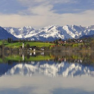 Wanderung - Riegsee-Rundweg - Spiegelung des Wettersteingebirges im Riegsee