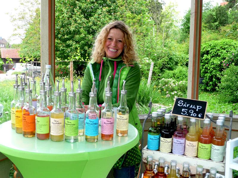 Frau Buschmeier-Gundel mit Ihren Produkten  - @ Autor: Beate Philipp  - © Quelle: Kräuterwerkstatt