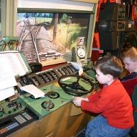 Kinder beim Fahrsimulator