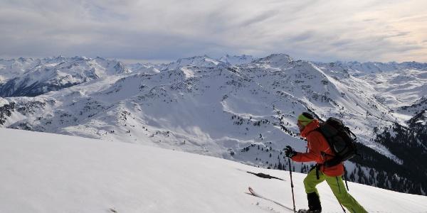 Steinbergstein, Blick auf Schneegrubenspitze