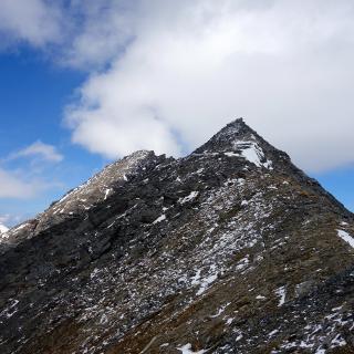 Südliches Happ (3304) und links davon im Hintergrund das Gr. Happ (3352m).