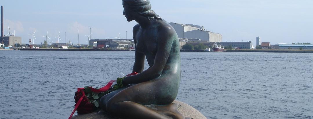 Die kleine Meerjungfrau im Hafen von Kopenhagen