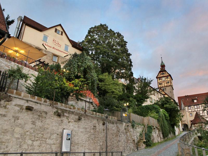 Biergarten auf der historischen Stadtmauer  - @ Autor: Beate Philipp  - © Quelle: ASIA China Restaurant