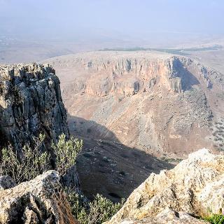 die beeindruckenden Klippen von Arbel