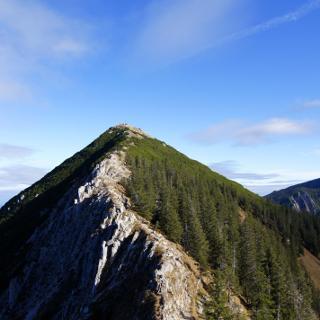 Rückblick zum Gipfel der Brecherspitze