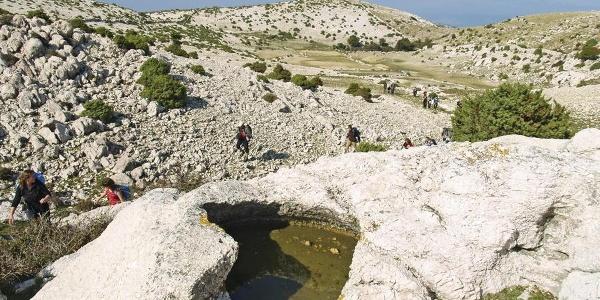 Kamenica u kršu pod Velim vrhom