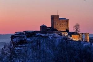 Der Trifels in der Winterzeit  (Foto: Christian Gamio, Quelle: Suedliche Weinstrasse e.V.)