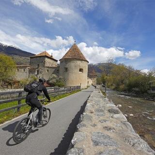 Der Radweg führt auch an der mittelalterlichen Stadt Glurns vorbei.