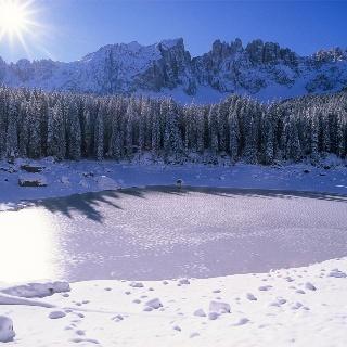 Lago di Carezza with the Latemar