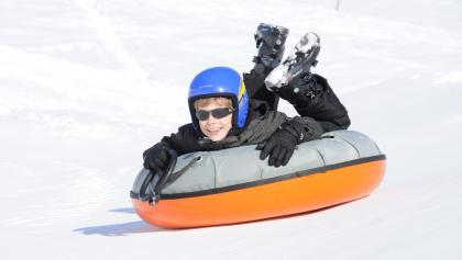 Snowtubing ist ein Spaß für Groß und Klein