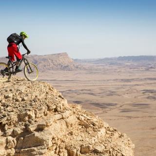 Die einzigartige Landschaft der Negev mit dem Bike erkunden