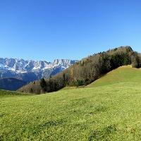 Der Hohe Götschen (930 m, rechts im Bild) ist das nächste Ziel.