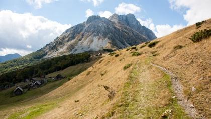 ansteigend auf der Hochfläche immer auf den Berg zuhalten