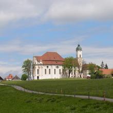 der erste Blick zur Kirche
