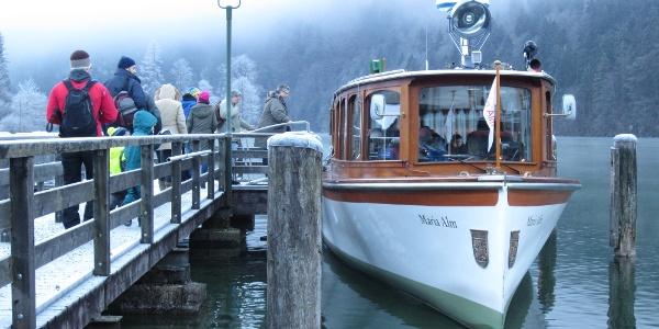 in Königssee beginnt die Fahrt mit den Elektrobooten