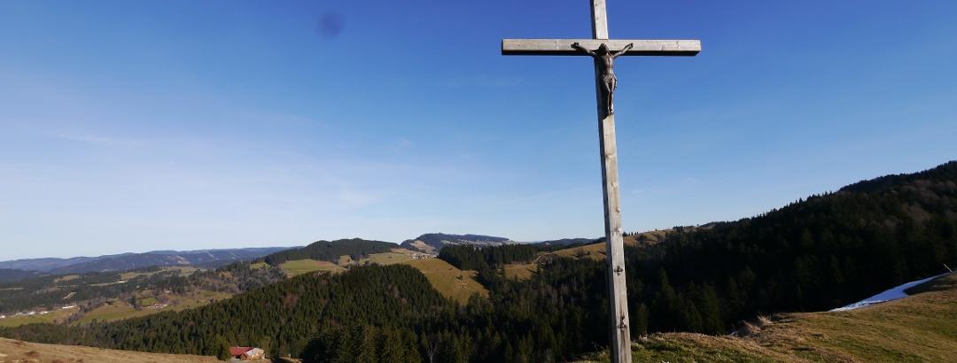 Aussichtspunkt mit Gipfelkreuz