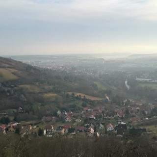 Jena Lobeda im Hintergrund die Leuchtenburg