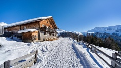 Winter walking tour to the mountain hut Uwaldalm in S. Maddalena