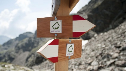 Hufeisentour - mountain high trail in South Tyrol