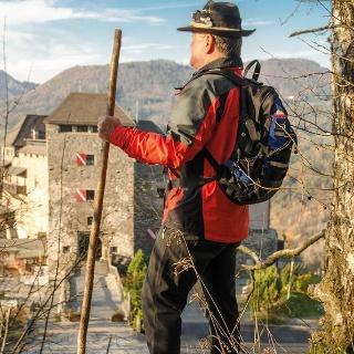 Wander auf der Burg FR: PicWish Robert Tüchi