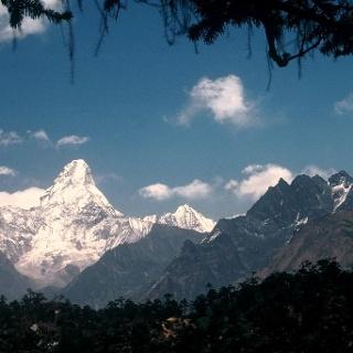 Khumjung 3790m mit Ama Dablam - Blick