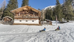 Winter walking tour to the mountain hut Kradorfer Alm a S. Maddalena