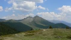 Escursione in montagna per dorsali e vette dalla Malga di Tesido di Fuori per Monte di Tesido, Monte Salomone, Monte Luta fino alla malga Mudler Alm a Tesido