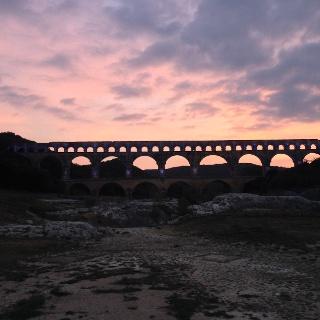 Pont du Gard in der Abenddämmerung