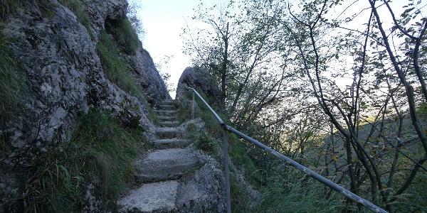 Treppenstufen auf dem Weg kurz vor Campo de Boi
