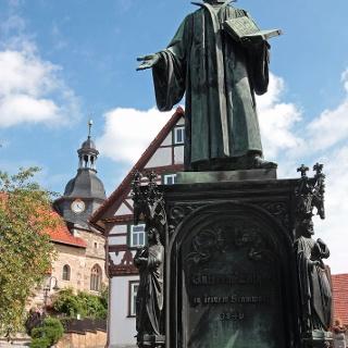 Lutherdenkmal mit Kirche - Möhra