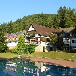Heilsbach Schönau mit Schwimmbad