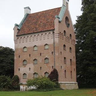 Der alte Wohnturm des Borgeby Slott