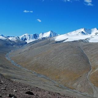 Der Dzo Jongo (rechts) ist mit 6096 Metern ein beliebtes Gipfelziel