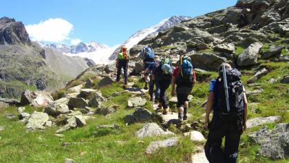 Aufbruch Richtung Gletscher - 45 Minuten Zustieg die sich lohnen!