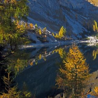 Vorderer Lahngangsee im Herbstlicht