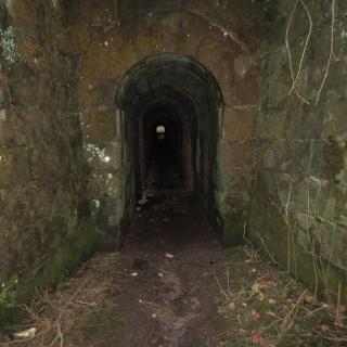 Unter der Eisenbahn zum Viaduktweg