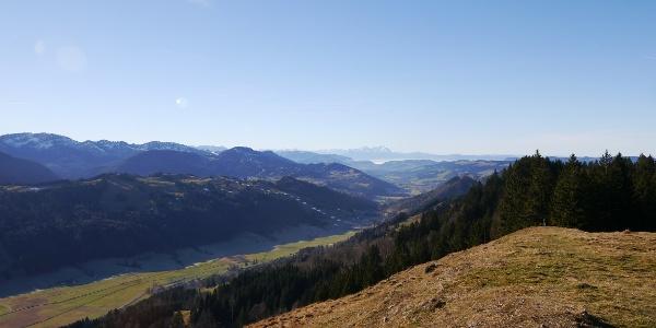 Blick von der Salmaser Höhe auf den Prodelkamm, die Ausläufer der Nagelfluhkette und den Säntis (CH)