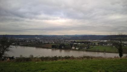Blick in Richtung Eifel oberhalb von Linz. Schön trotz mäßigen Winterwetter.