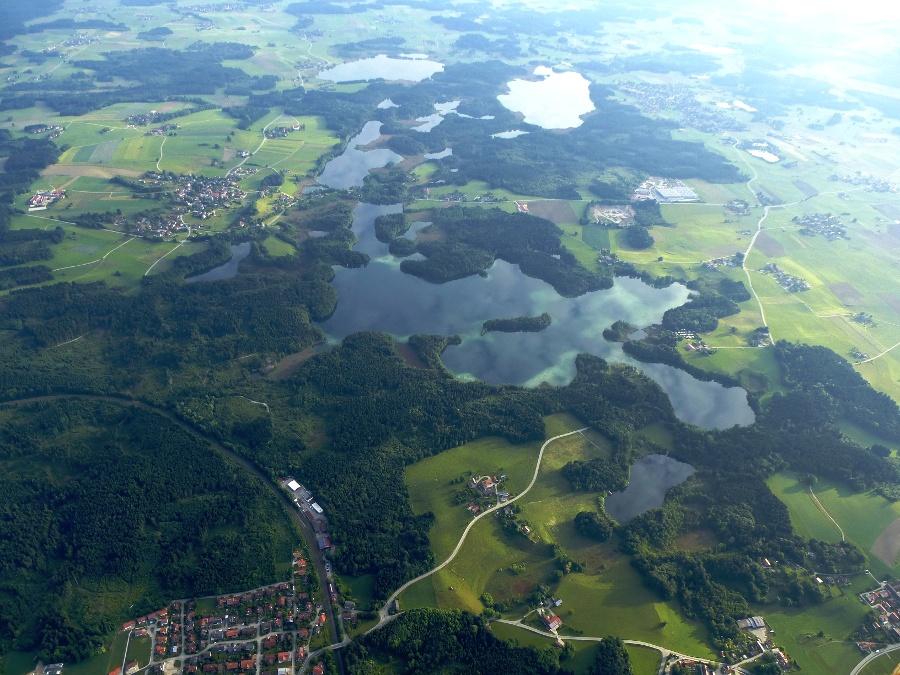 Blick auf Seenplatte, links unten Rimsting Bhf.-©Autor: Sarah  V., Quelle: Prien Marketing GmbH