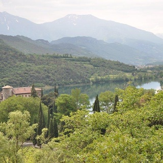 Castel Toblino dal sentiero Monte Oliveto
