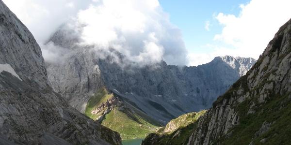 Ein bisschen Wolayersee, von Wolken umgeben der Seekopf, 2554 m