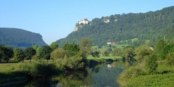 Blick von Hausen im Tal auf Schloss Werenwag