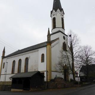 Startpunkt an der evangelischen Kirche in Bergen